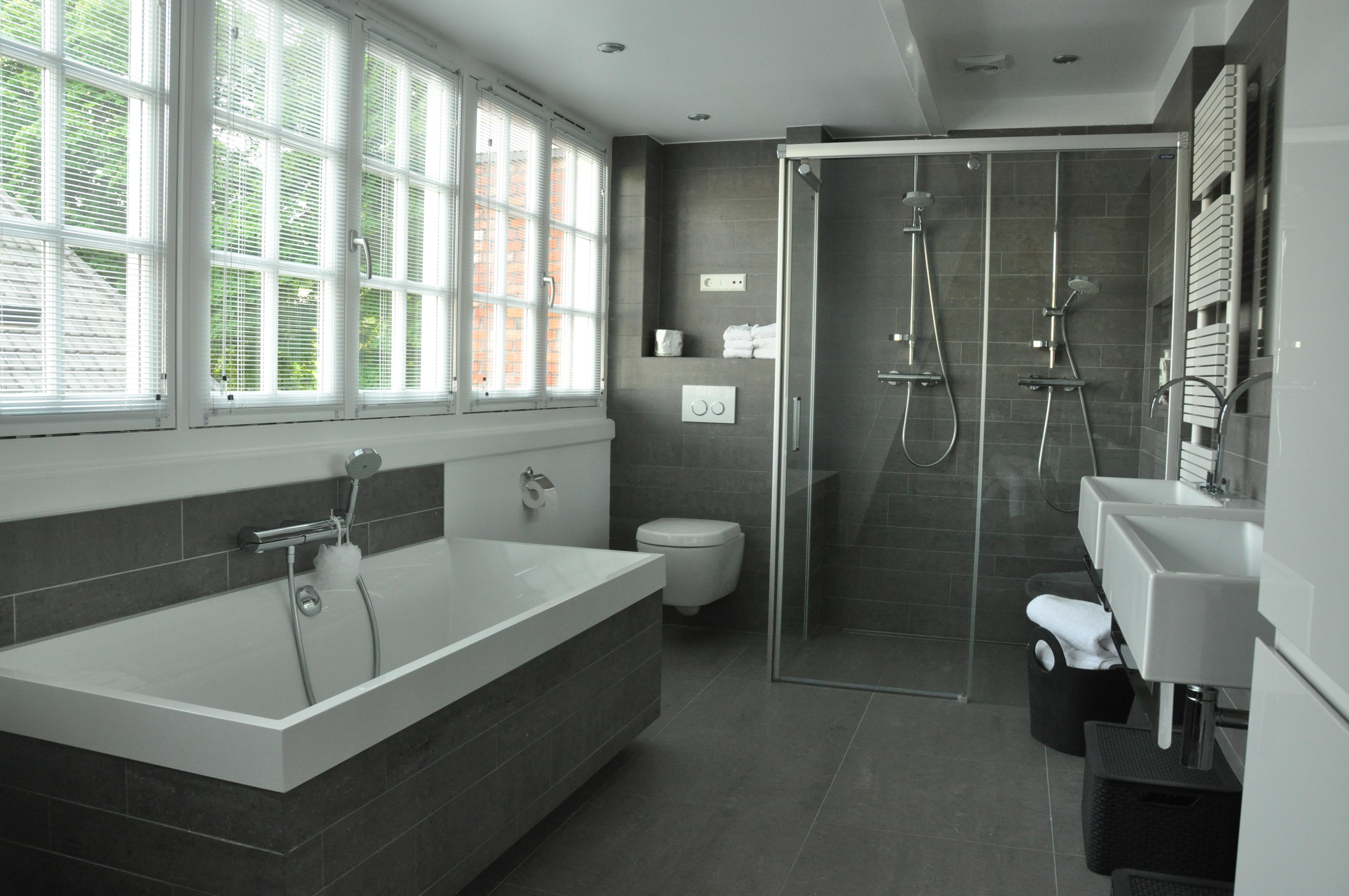 Badkamer vanwoonhuisnaardroomhuis for Badkamer ruimte